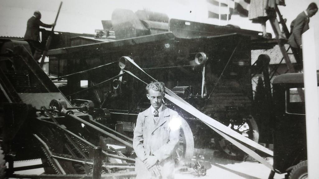 C.K. Brouwer met BORGA-dorsmachine